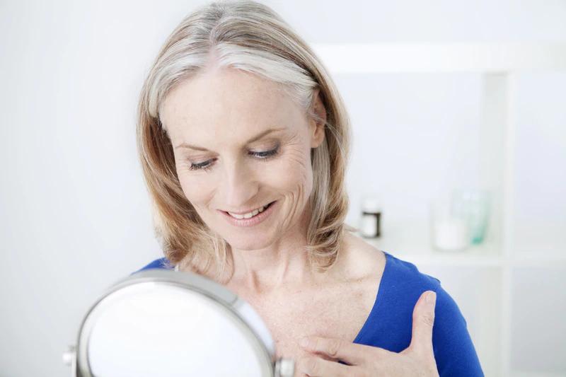3 τρόποι για την εξάλειψη των ρυτίδων  στο λαιμό χωρίς χειρουργική επέμβαση ή ενέσεις